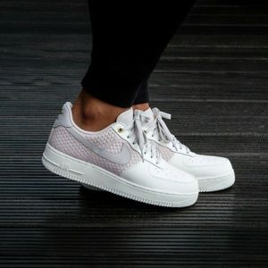Men's Nike Air Force 1 LV8 07 (Size 11)